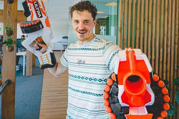 Nerf gun battle kantoor